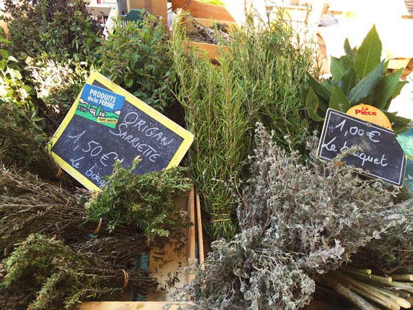 Do you look for an unique local experience in Nice? Try the food tour around Nice: You learn about the city AND get a taste of Nice on the Nice food tour. Herbs the Provence - or flavours of the Provence, these herbs are a must have in every kitchen. You just buy them at the local market in Nice.