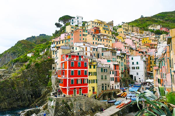 Harbour view of Riomaggiore. Do you plan to visit the popular 5 villages that make up the Cinque Terre in Italy? But how can you travel on the Cinque Terre train and what is the Cinque Terre Pass? I explain how to use the Cinque Terre Card to travel by train to the Cinque Terre train station in this ultimate guide for Cinque Terre Train Travel