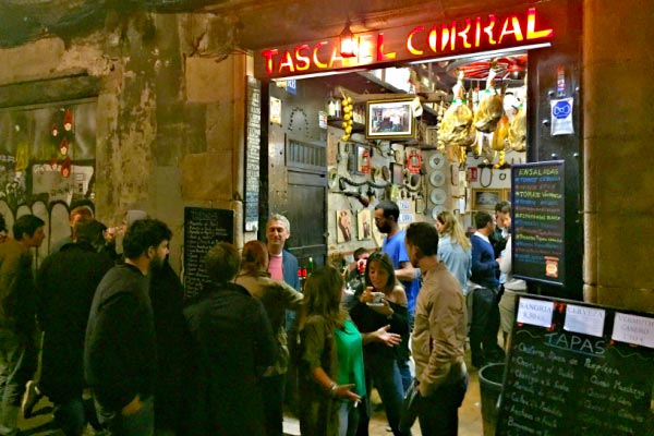 6fb12edc4a3 Experience Barcelona as a local and find the best Barcelona nightlife tips.  Check out this