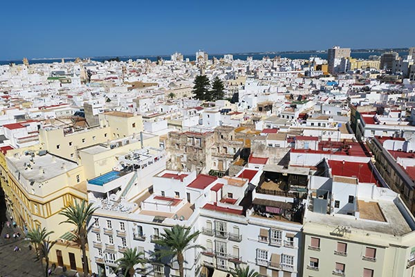 I took a day trip by train from Jerez to Cadiz Spain. I share my experience with the Jerez to Cadiz train and the things to do in Cadiz on a day trip. Get ready to explore the oldest city of Europe and read how the Train Jerez to Cadiz works.