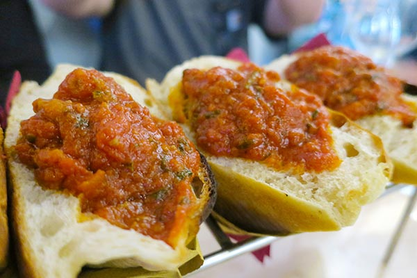 Taste the best food adventure with a food tour in Rome. How to leave room for gelato? Read this survival guide with do's and don't for your Rome food tour.