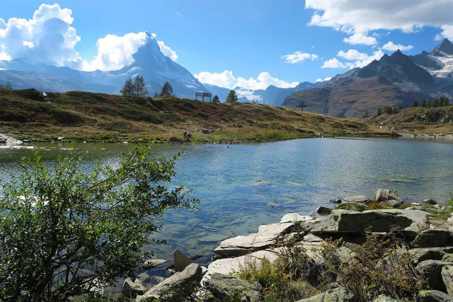 Scenic 5-Lake Classic Hike in Zermatt Switzerland. What is the 5-Seenweg like? How to arrange it yourself and what to expect? Find the answers here