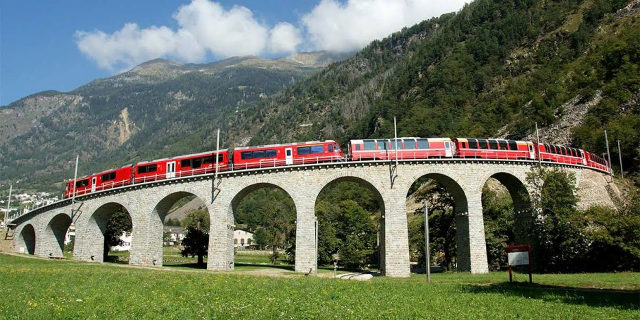 Switzerland is made to discover by train. Check my perfect Switzerland train itinerary for 2 weeks with practical tips to help plan your Swiss train trip.