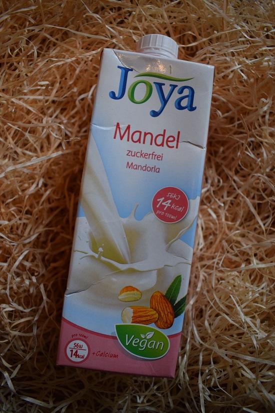 Brandnooz Genussbox Oktober 2017 Joya Mandel Getränk Probenqueen