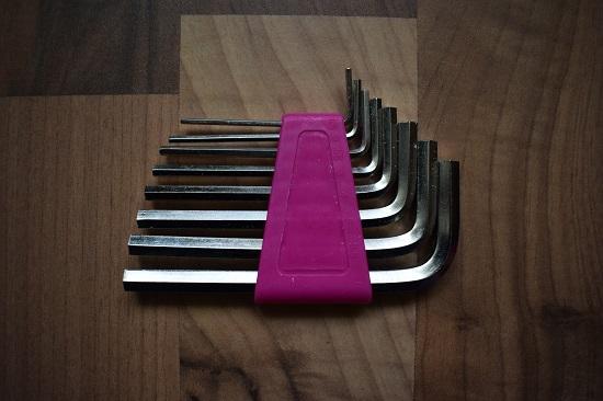 Missfixx-pinker-Werkzeuggürtel-Inbusschlüsselsatz-Probenqueen