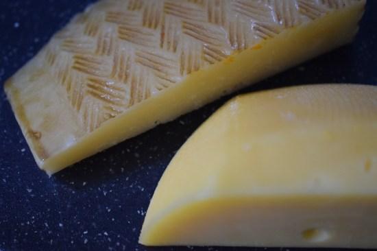 Herzhafte Käsetaler zwei Käsestücke www.probenqueen.de