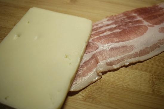 Pink your kitchen Käsescheiben und Baconscheiben auf Brettchen www.probenqueen.de