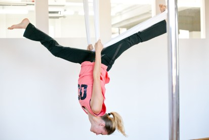 Aerial Yoga im In Move Oberalm, Salzburg, 20161109, (c)wildbild