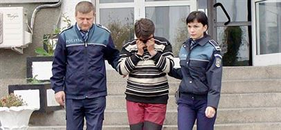 Doua femei din Tufesti condamnate pentru proxenetism, depistate de politisti si incarcerate