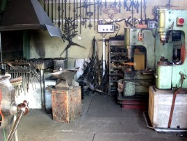 Meine Werkstatt mit Esse und Schmiedehämmer
