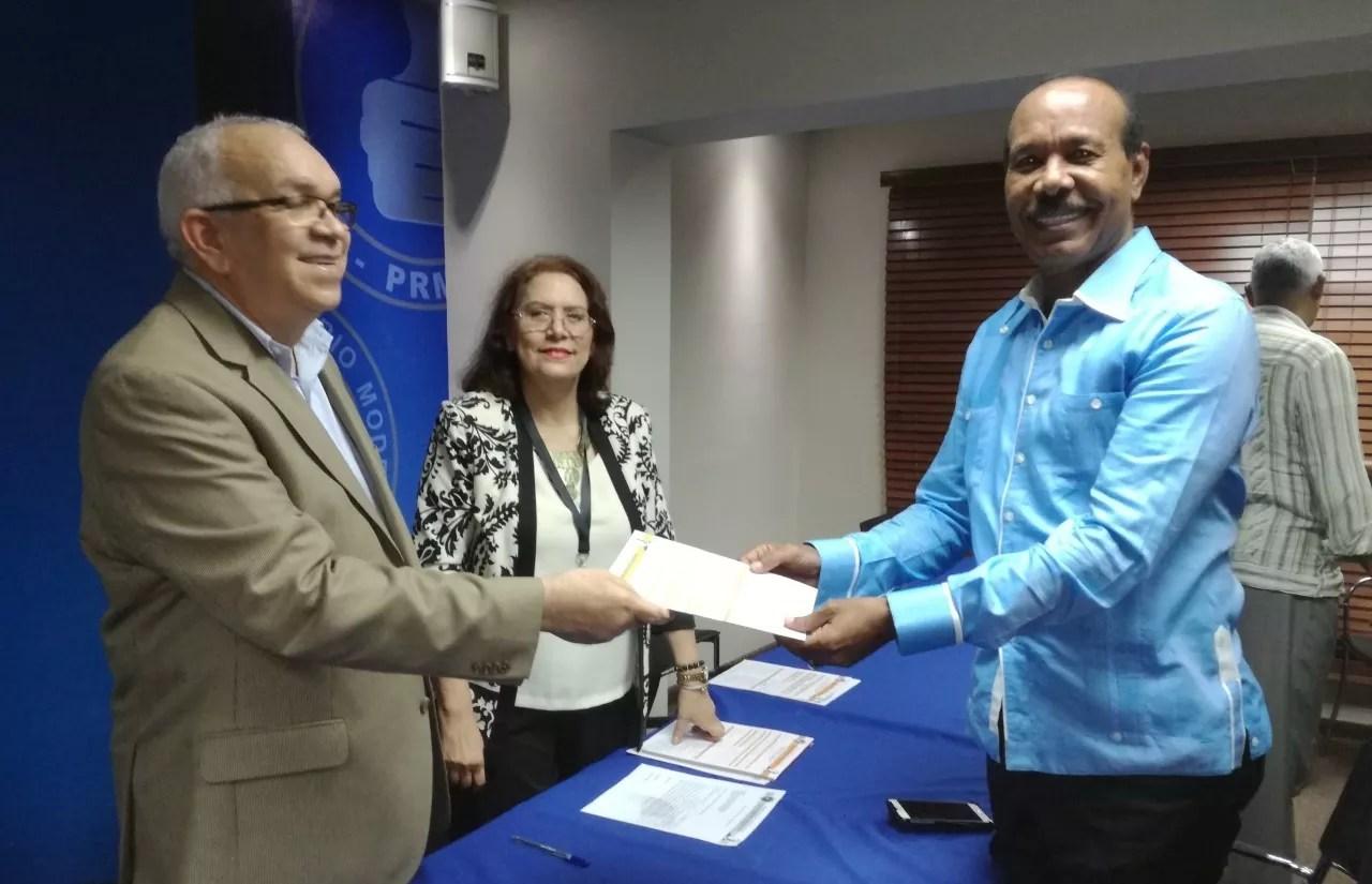 Andrés Bautista pretende reelegirse como presidente del PRM