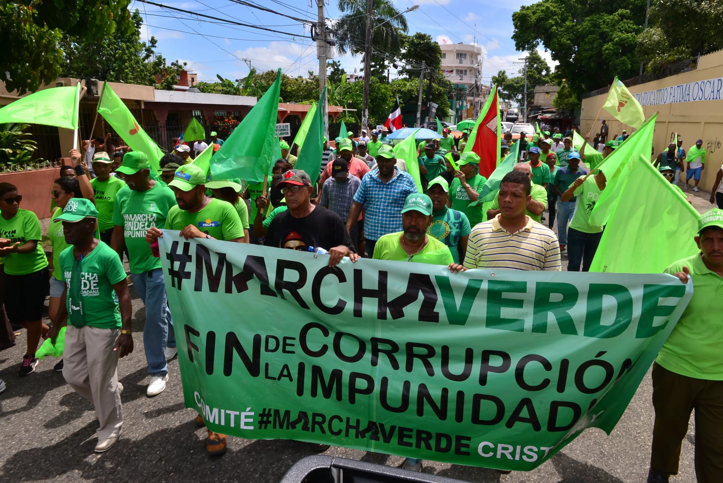 Multitud de dominicanos protesta por corrupción en su país — NUEVA YORK