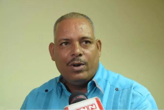 Transportistas se declaran en sesión permanente y afirman no aumentarán pasaje