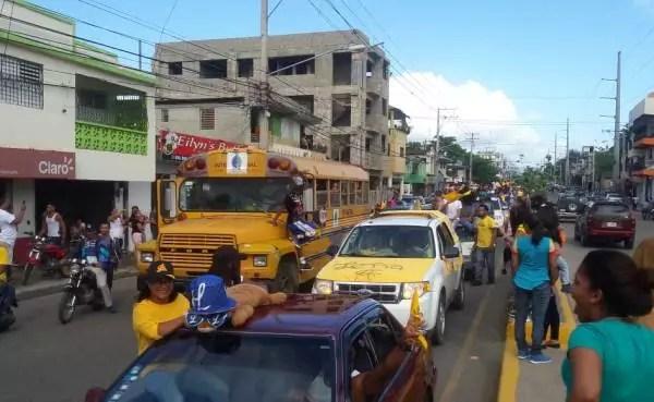 Campeones del béisbol dominicano celebran triunfo en sus predios