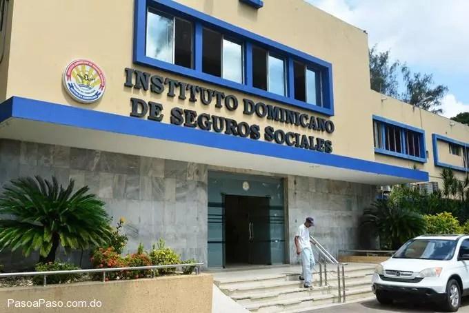 Presidente Medina destituye a César Mella del IDSS