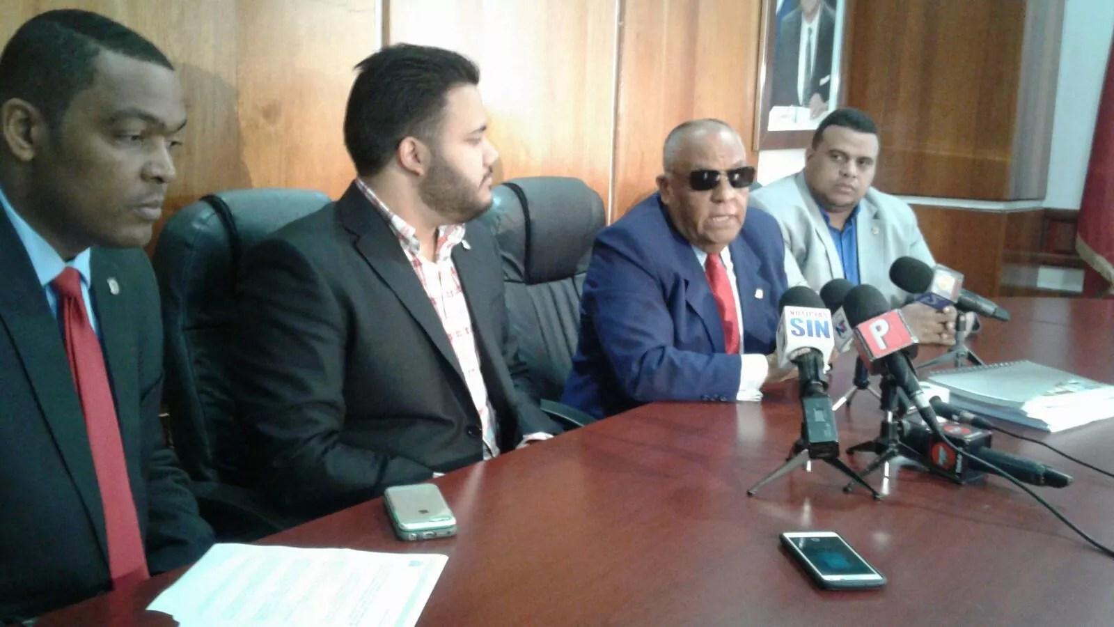 Comisión estudia Ley de Partidos acoge modalidad primarias abiertas