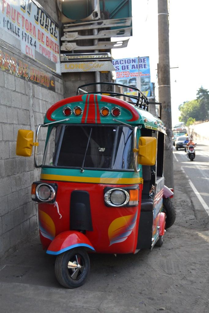 """""""Ver un chicken bus en miniatura a los gringos les llama mucho la atención"""", Saúl Paredes."""