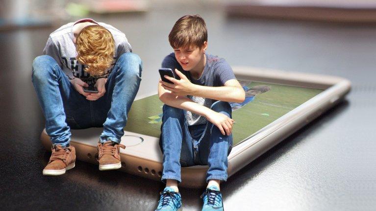 Pais e filhos: novas famílias, mães solteiras, filhos adolescentes e internet
