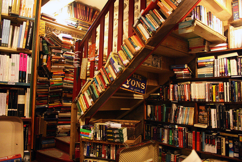 shakespeare-and-company-paris-stairs