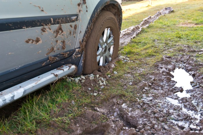 car-stuck-in-mud
