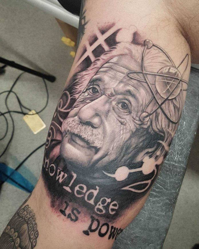 Tatuaje Para amantes de las ciencias de Albert einstein