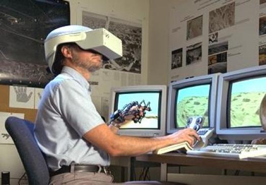 ciberespacio y cascos de realidad virtual