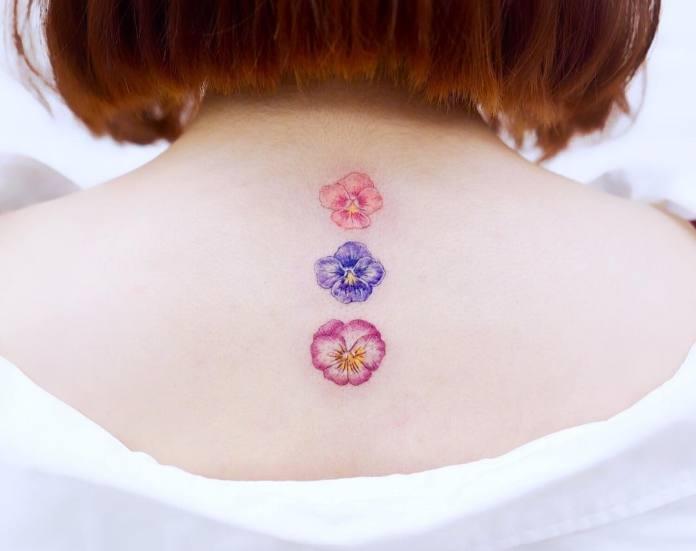Tatuaje de espalda pequeño