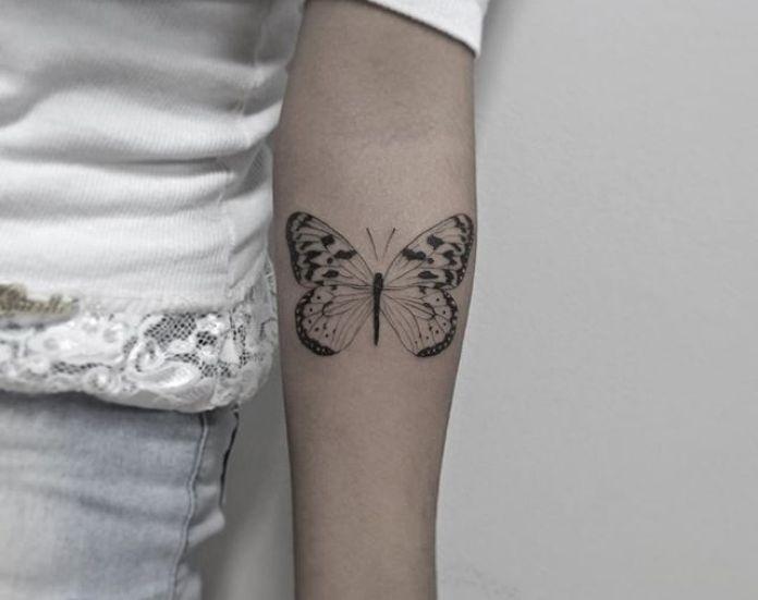 Tatuaje de mariposa para mujer