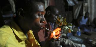 fumando hoja de khat