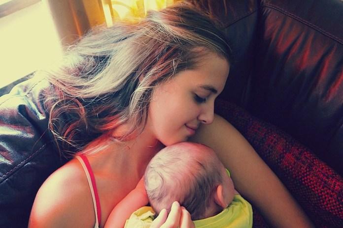 abrazos bebés sanos
