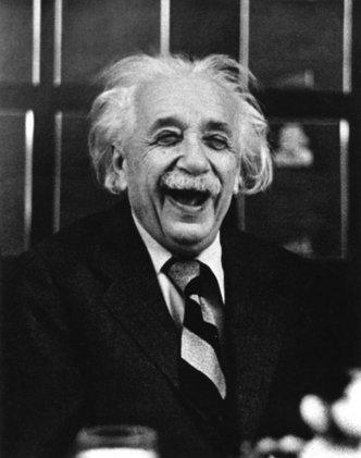 Einstein sonriendo