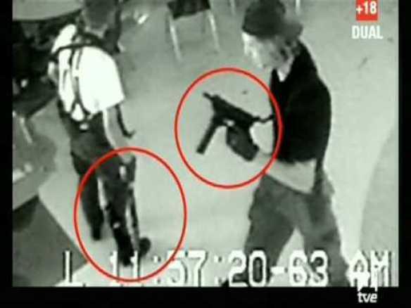 captura de pantalla con los 2 asesinos de la masacre de Columbia