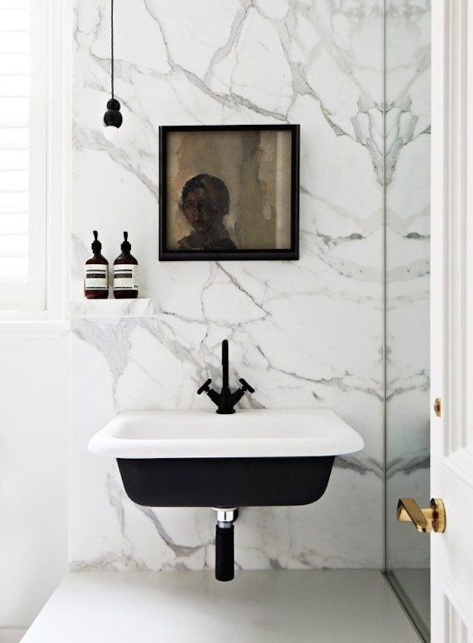 Bathroom-black-faucet-4