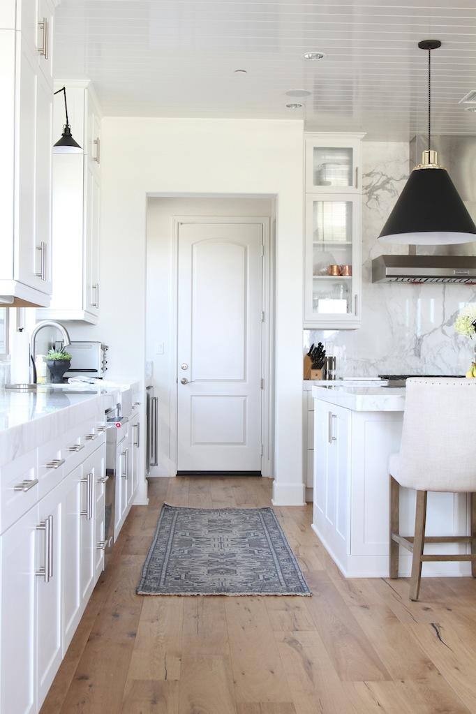 Estillo project classic modern kitchen for Classic modern kitchen designs