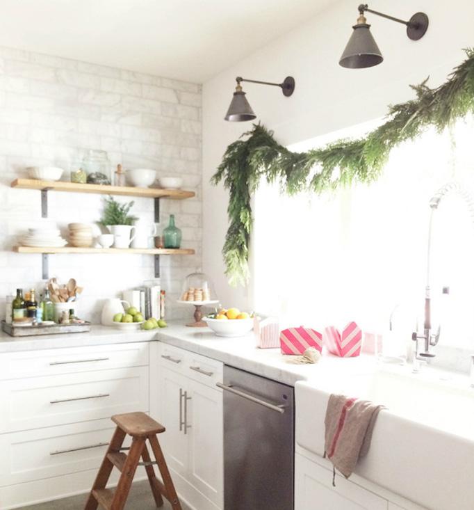becki-owens-holiday-greenery-kitchen4