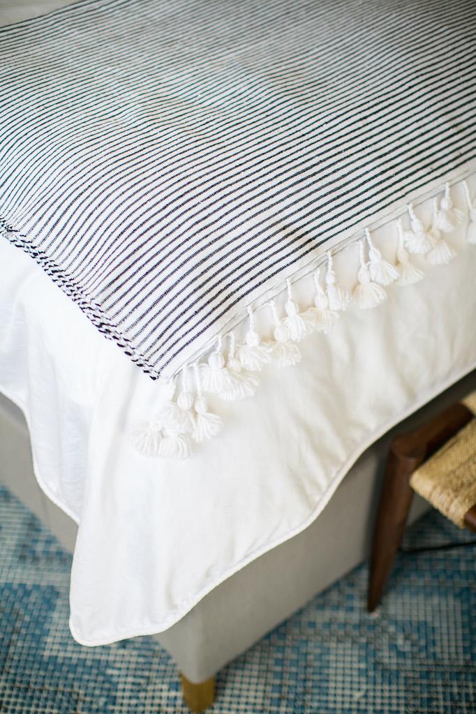 estillo-master-bedroom-becki-owens-9