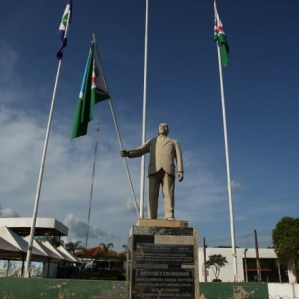 Photo-4-Statue-of-the-Colonizer-Credit-Thais-Borges-1483724442