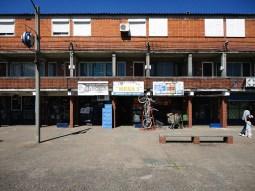 Mesa 1. Como en la mayoría de los barrios cooperativos, se cuenta con un área de pequños comercios. Foto: Diego Nicolás Pérez Moreira.