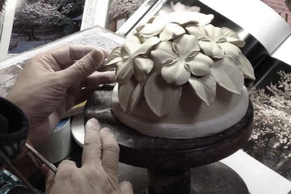 骨壷作陶中のはなみずき