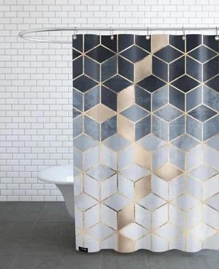 rideaux de douche et baignoire