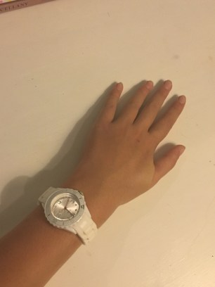 Wearing my favourite white and silver watch from Quartz.