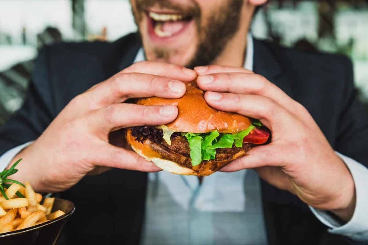 3 Tips To Overcome The Peer Pressure To Eat Unhealthy At Work