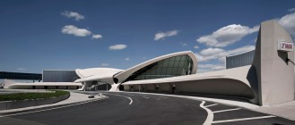 twa-hotel-jfk-terminal-flight-center-eero-saarinen-designboom-02