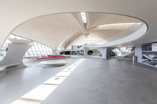 twa-hotel-jfk-terminal-flight-center-eero-saarinen-designboom-06