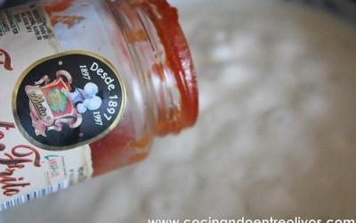 """Lomo de Lubina sobre mermelada templada de """"Tomate Frito Mata"""" y aceite de tinta de Chipirón por Ruta del Veleta"""