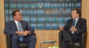 Barroso y Swarzenegger charlando del cambio climático