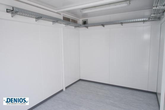 Dentro de la sala técnica de almacenamiento sin los accesorios del cliente todavía