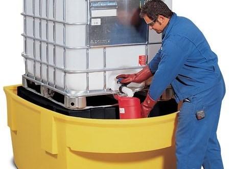 Solución DENIOS: Estación de trasiego con cubeto para GRG