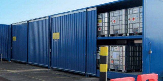 Almacén para cubicontenedores con productos químicos