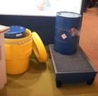 Cubeto de retención y transporte de bidones de forma segura